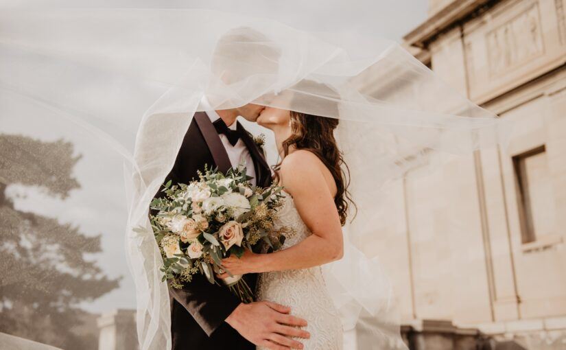 De ce sa iti organizezi petrecerea specifica casatoriei intr-un cort nunta?
